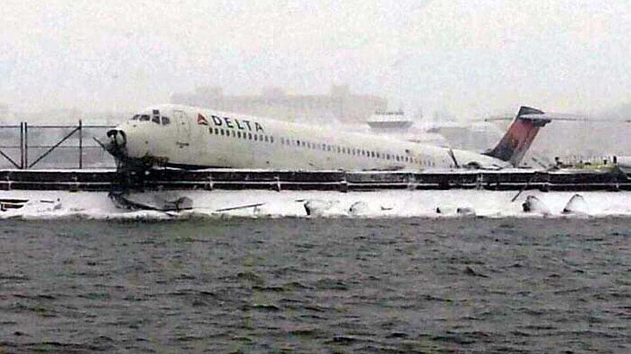 A Delta flight from Atlanta carrying 125 passengers