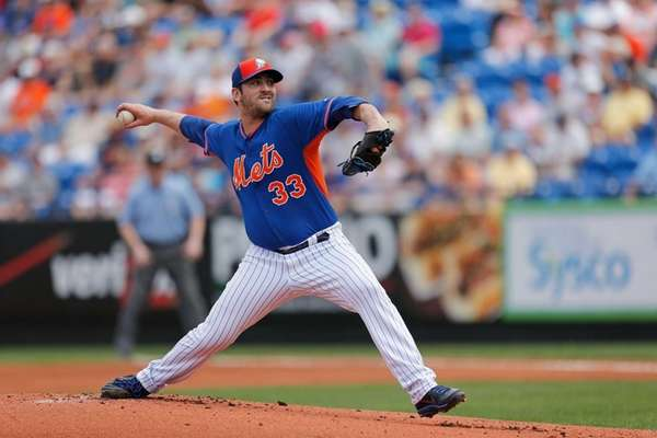 Matt Harvey of the New York Mets pitches