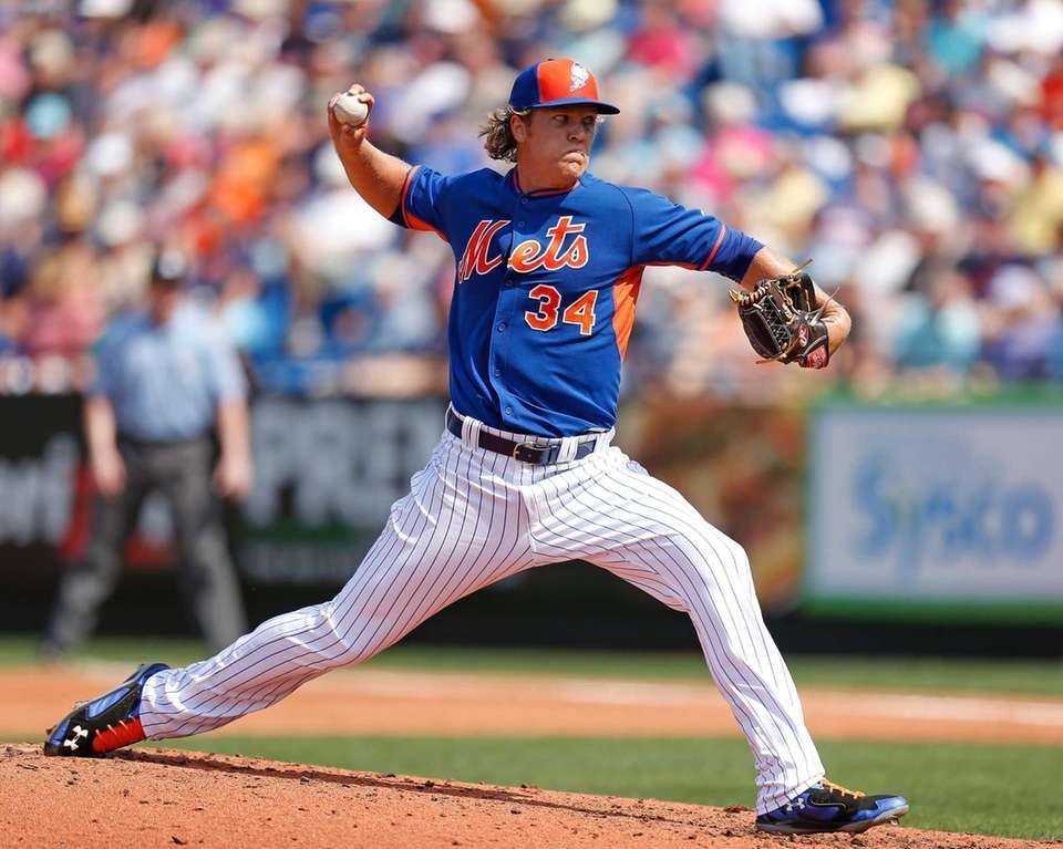 New York Mets' Noah Syndergaard pitches during the