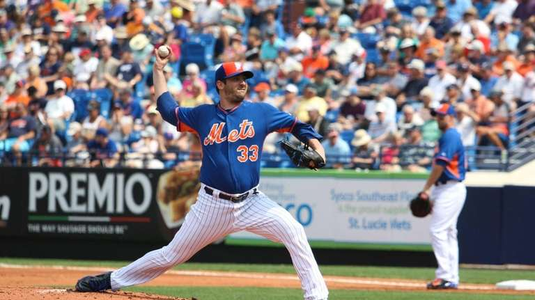 New York Mets' Matt Harvey pitches during the
