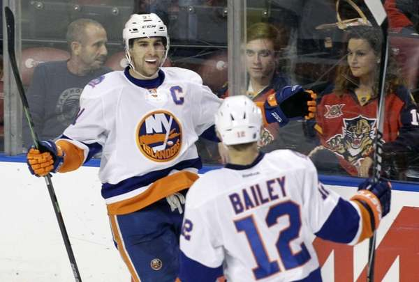 New York Islanders' John Tavares, left, celebrates with