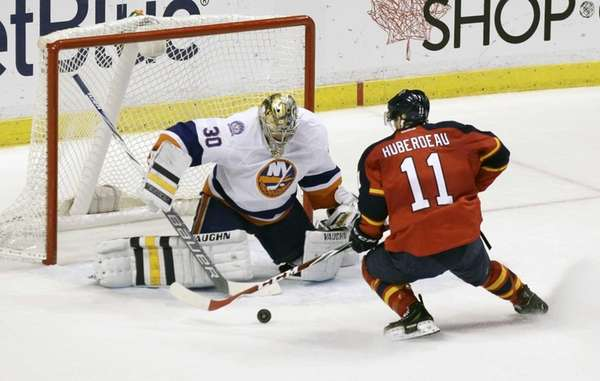 Florida Panthers' Jonathan Huberdeau scores the winning goal
