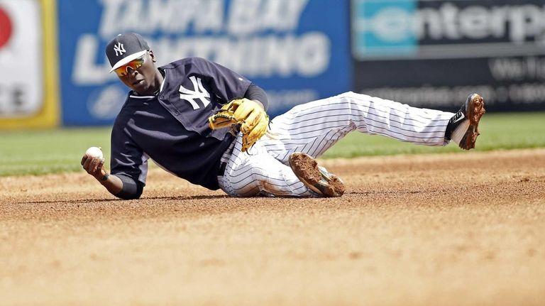 Shortstop Didi Gregorius of the Yankees fields a