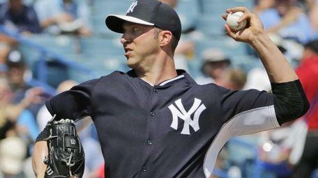 New York Yankees starting pitcher Chris Capuano throws