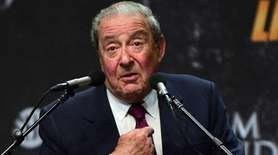 Boxing promoter Bob Arum addresses the audience on