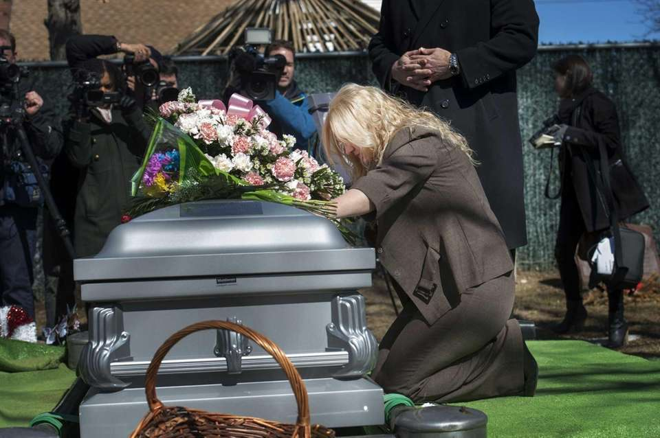 Shannan Gilbert is laid to rest at Amityville
