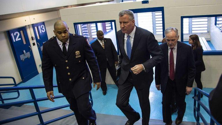 Mayor de Blasio visits Rikers Island and gets
