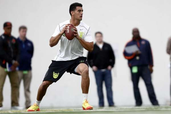 Oregon's Marcus Mariota throws during drills for NFL