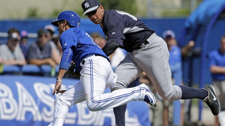 New York Yankees third baseman Alex Rodriguez tries