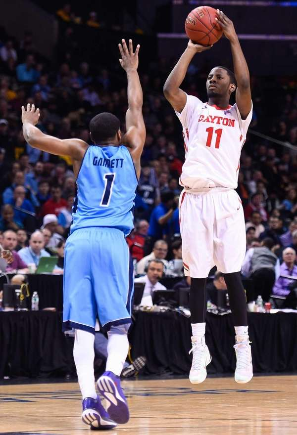 Scoochie Smith of the Dayton Flyers shoots over