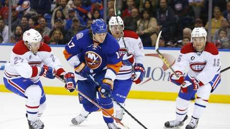 Matt Martin of the New York Islanders tries