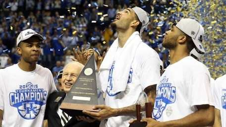 Willie Cauley-Stein #15 of the Kentucky Wildcats celebrates