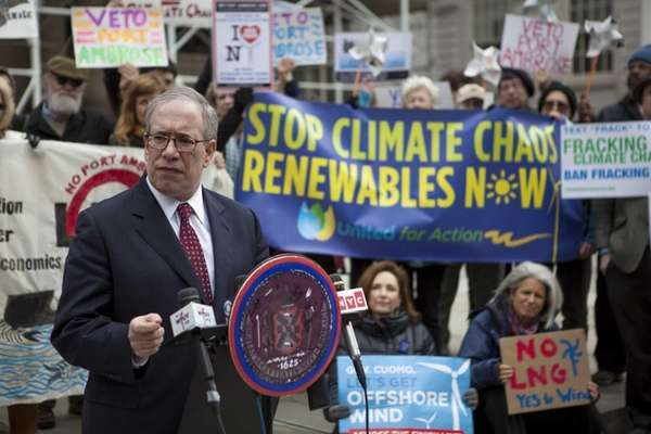 Comptroller Scott Stringer voices opposition in front of