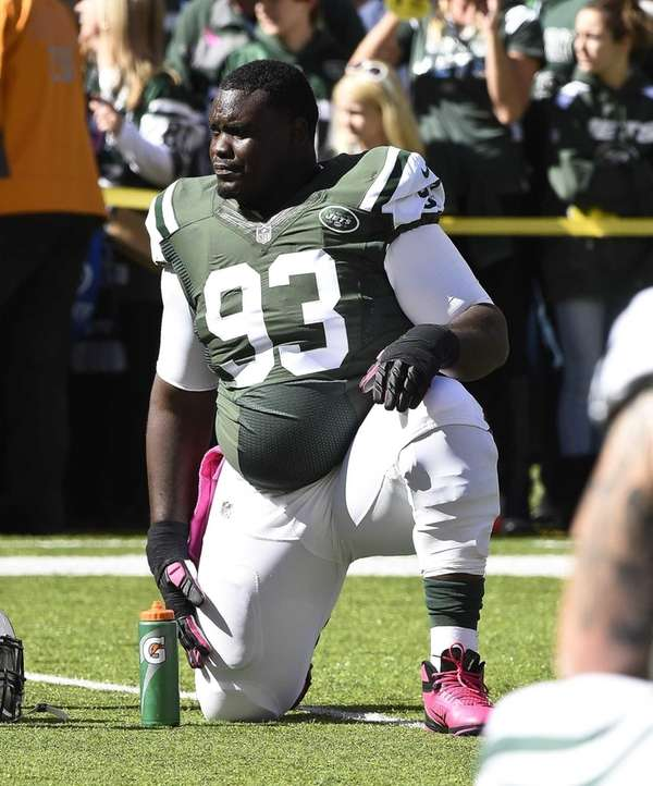 Jets defensive end Kenrick Ellis (93) stretches before