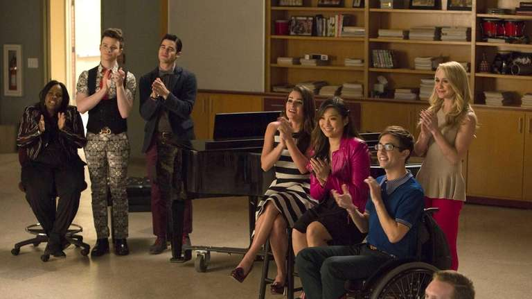 GLEE: L-R: Mercedes (Amber Riley), Kurt (Chris Colfer),