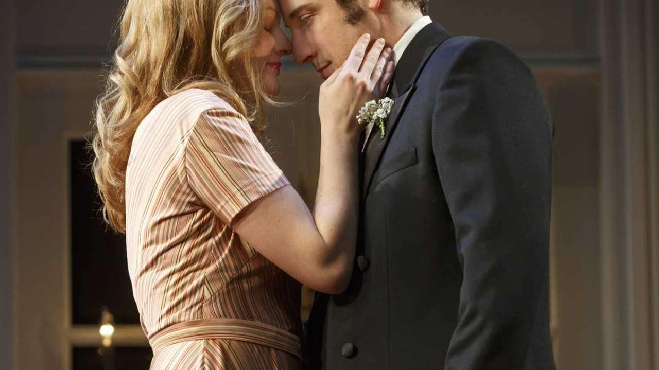 Elisabeth Moss and Jason Biggs in