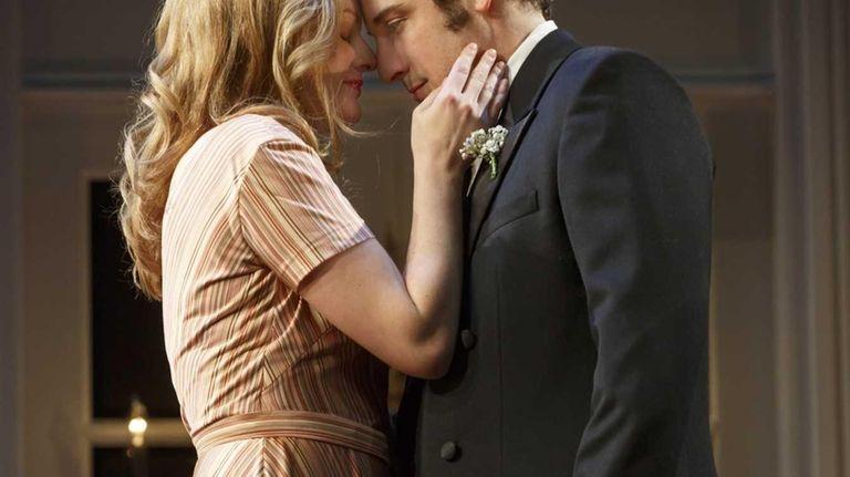 Elisabeth Moss and Jason Biggs in