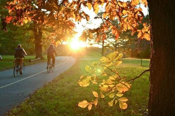 Huntington-Lloyd Neck Trail: This 16-mile hilly, scenic street