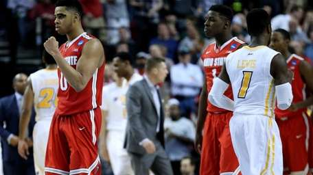 D'Angelo Russell of the Ohio State Buckeyes walks
