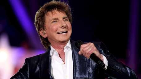 Barry Manilow performs during rehearsals at the National