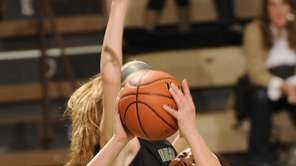 Commack's Jaclyn Dellisanti puts up a shot against