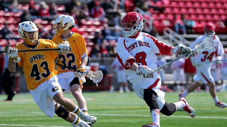 Stony Brook midfielder Ryan Bitzer moves inside against