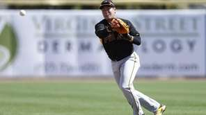 Jung Ho Kang of the Pittsburgh Pirates makes