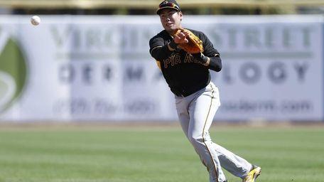 Jung Ho Kang of the Pittsburgh Pirates makes