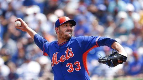 Mets starting pitcher Matt Harvey (33) works in