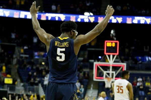Devin Williams #5 of the West Virginia Mountaineers