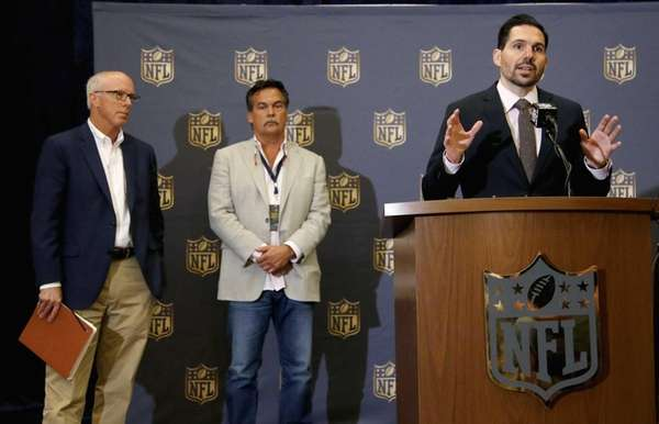 Dean Blandino, right, NFL vice president of officiating,