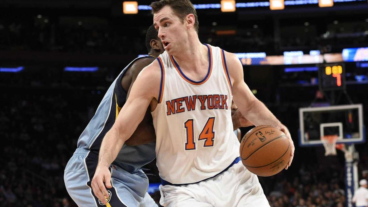 New York Knicks forward Jason Smith drives past