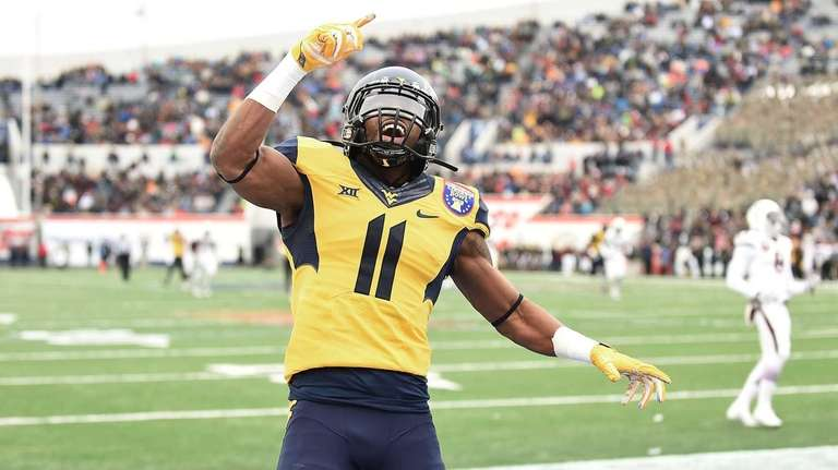 West Virginia wide receiver Kevin White celebrates following