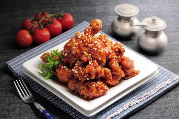 Inboston Chicken, new in East Northport, serves Korean-style