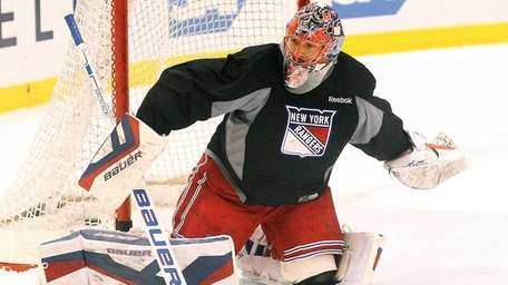 Henrik Lundqvist practices at the MSG Training Center