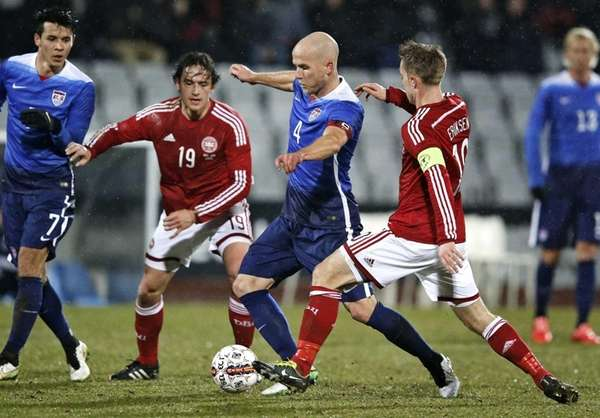 U.S. players Alfredo Morales, left, and Michael Bradley,