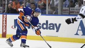 New York Islanders defenseman Calvin de Haan shoots