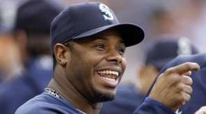 Seattle Mariners' Ken Griffey Jr. talks with teammates