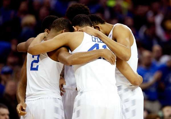The Kentucky Wildcats huddle in the first half