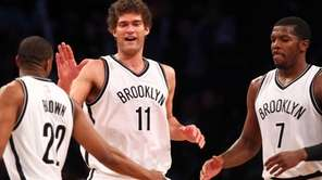 Brooklyn Nets center Brook Lopez #11 high0fives shooting