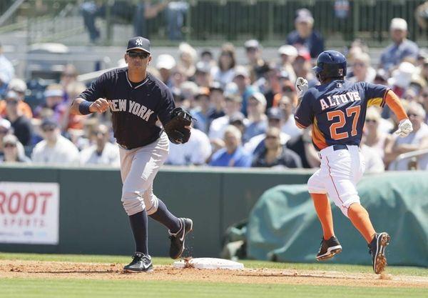 New York Yankees first baseman Alex Rodriguez makes