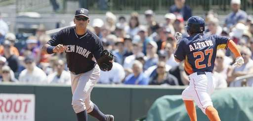 New York Yankees first baseman Alex Rodriguez makes