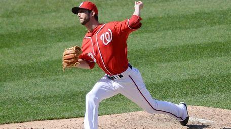Washington Nationals relief pitcher Jerry Blevins (13) delivers
