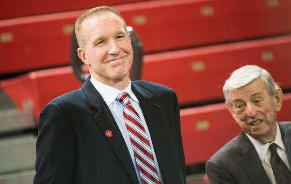St. John's former head coach Lou Carnesecca, right,