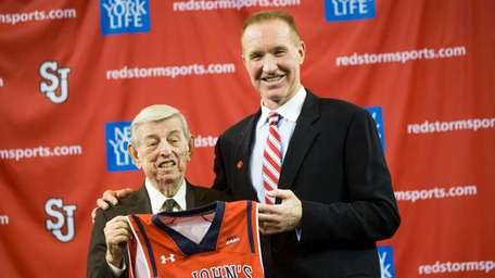 St. John's former head coach Lou Carnesecca welcomes