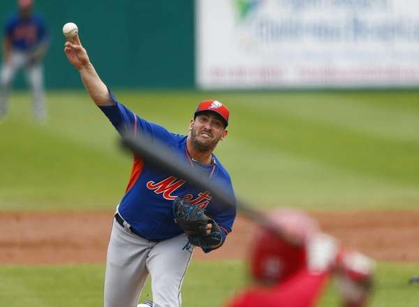New York Mets starting pitcher Matt Harvey works
