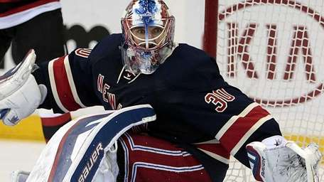 New York Rangers goalie Henrik Lundqvist turns in