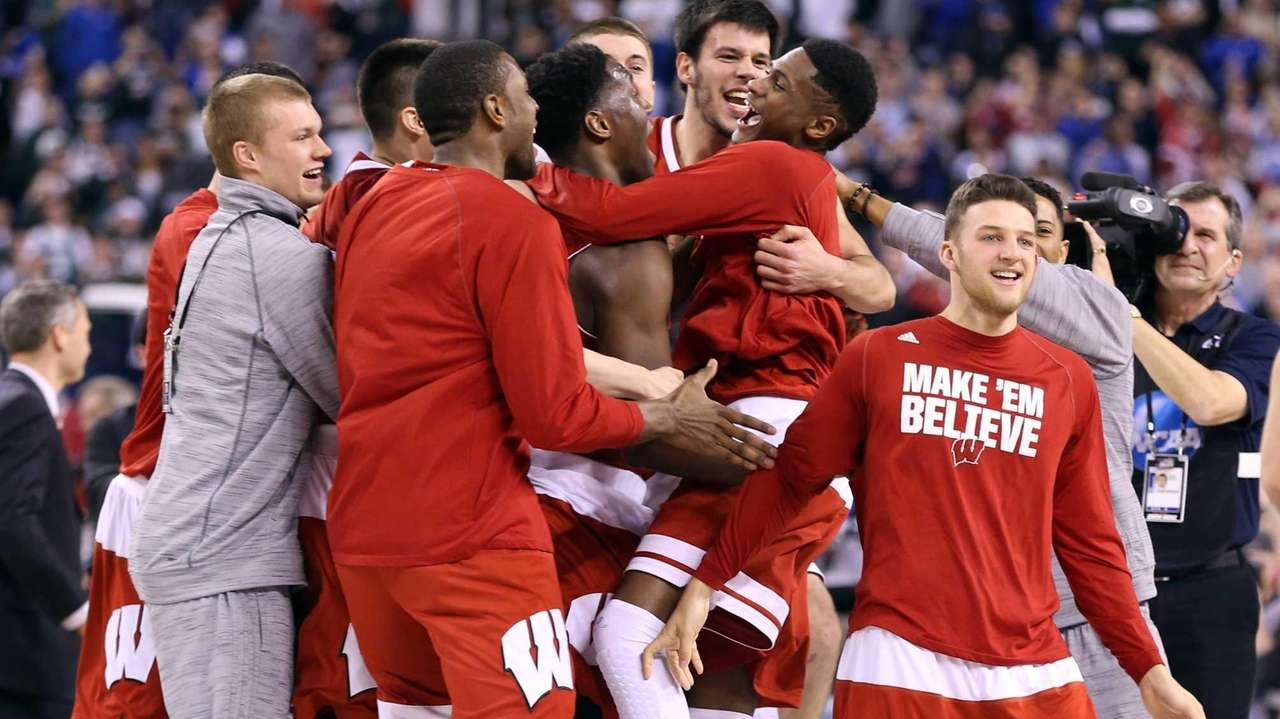 The Wisconsin Badgers celebrate after defeating the Kentucky