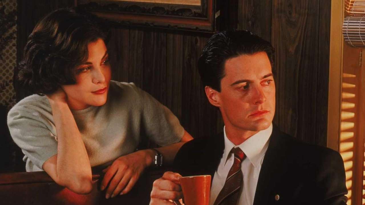 Sherilyn Fenn and Kyle MacLachlan in