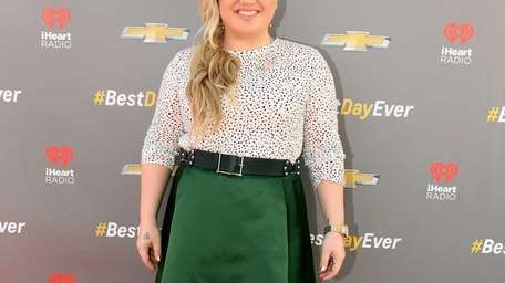 Kelly Clarkson stumps for Chevrolet's Best Day Ever